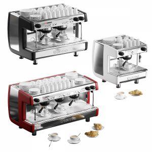 Casadio Undici Coffee Machines With Croissants
